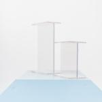 Akrilinio stiklo stoveliai: H 35cm, plotis 13cm - 2vnt; H 21cm, plotis 13cm - 2vnt, H 13cm, plotis 13cm - 2vnt