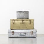 Metaliniai lagaminai: 27 x 27 x 18 (pilkas ); 51 x 30 x 23 (auksinis); 61 x 36 x 18 (sidabrinis)