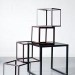 Tamsiai rudi metaliniai stoveliai - 20 x 20 cm