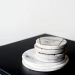 Marmuriniai padėkliukai - ø 10 cm (pilki), 4vnt / ø 15 cm (balti), 3vnt
