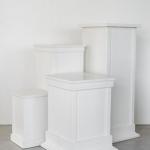 Baltos klasikinės kolonos: 60 x 43 cm (2vnt), 45 x 27 cm (2vnt), 70 x 45 cm (2vnt), 105 x 50 cm (2vnt)