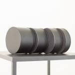 Juodi cilindrai-padėkliukai: ø 15cm H 10cm - 4vnt, H 8cm - 4vnt, H 6cm - 2vnt, H 4cm - 2vnt